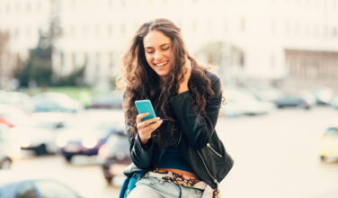 Femme - Smartphone - Applications Instagram