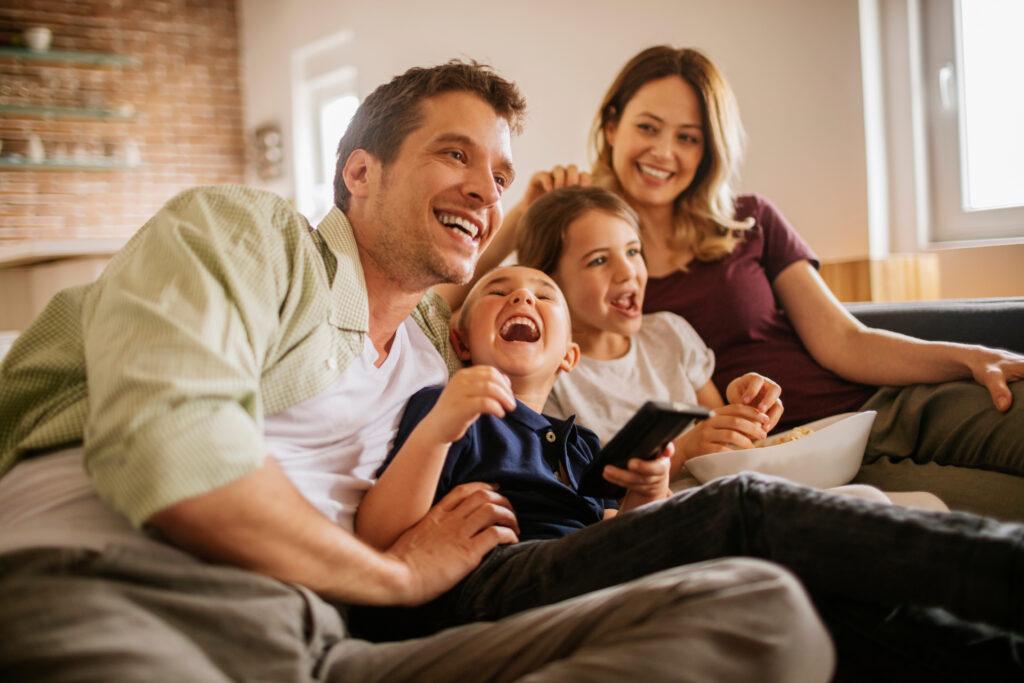 Famille connectée - gestes simples - bonne connexion pour tous