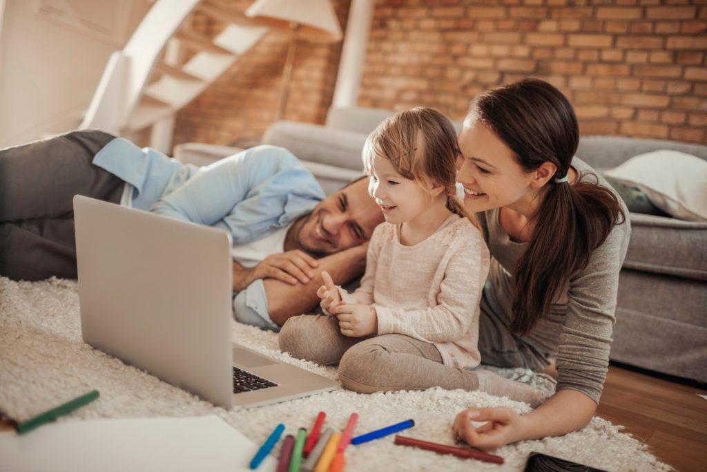 Famille, amis : gardez le contact grâce à la technologie