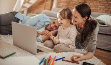 Ensemble, le Mag - Famille, amis : gardez le contact grâce à la technologie