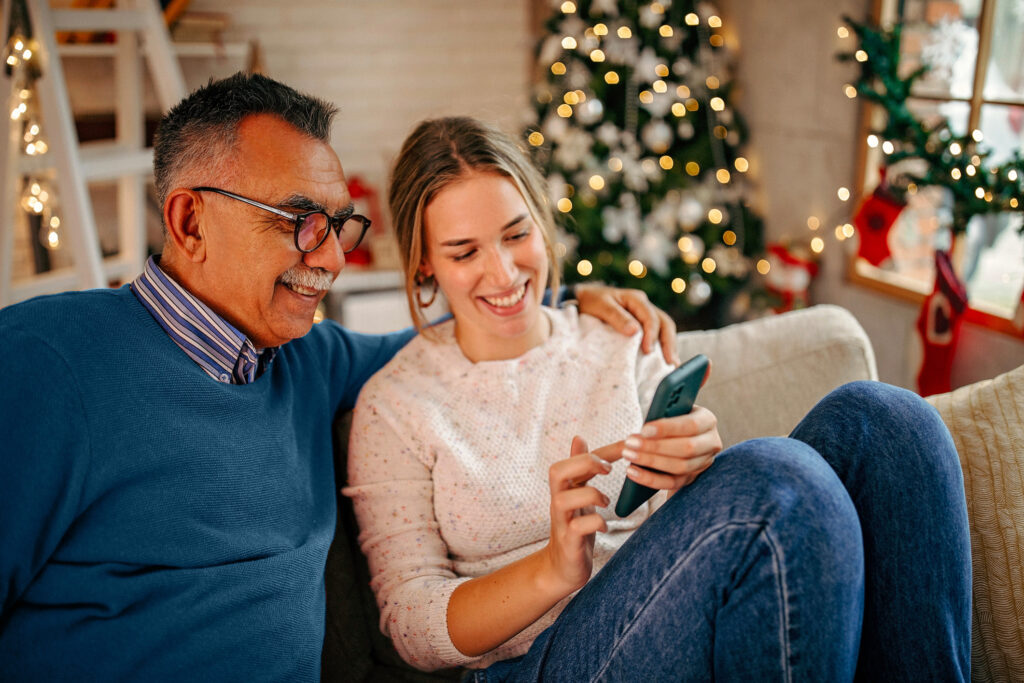 Père et fille - Applications et jeux - en famille - à distance - Noël
