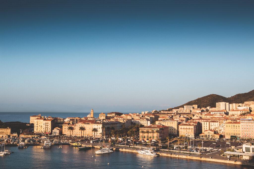 La fibre Bouygues Telecom arrive à Ajaccio, Canet-en-Roussillon, Pont-Audemer et Rochefort