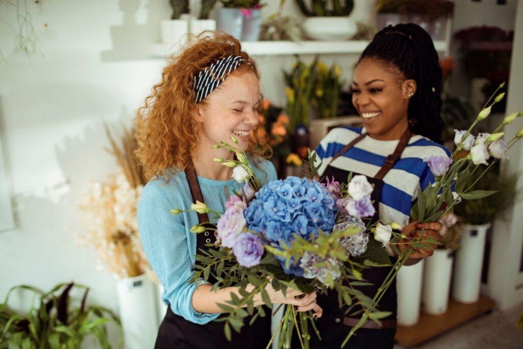 Fleuristes dans leur boutique